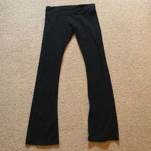 Black hardy worn boot cut workout leggings.